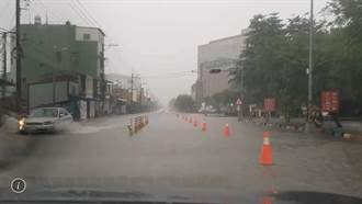 屏東三地門鄉累積降雨量居全國最高 大仁科大前又積水成河