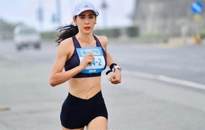 雷艾美的妹妹雷理莎是知名跑者。(圖/IG@ emmiefabulous)