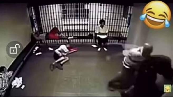 吳亦凡「遭受刑人狂毆」影片網路瘋傳,事後證實根本子虛烏有。(圖/微博)