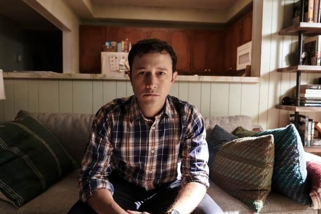 喬瑟夫高登李維在劇中飾演人生不順遂的柯曼老師。(Apple TV+提供)
