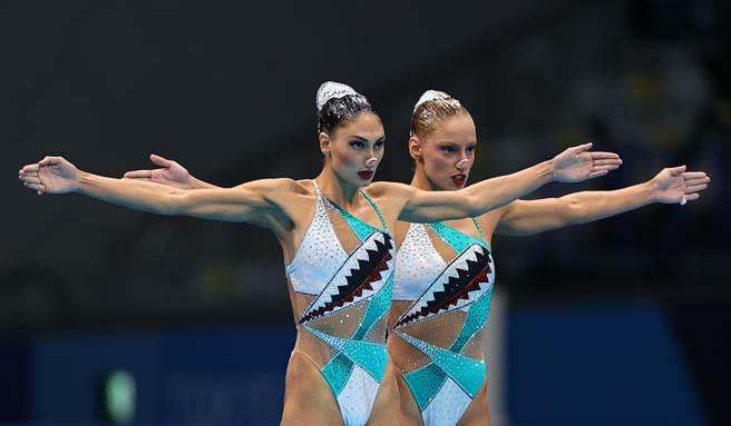 東奧相關人士新增確診31例,其中選手村首起群聚感染的希臘水上芭蕾選手再添1例,全隊累計6人確診。(圖/路透社)