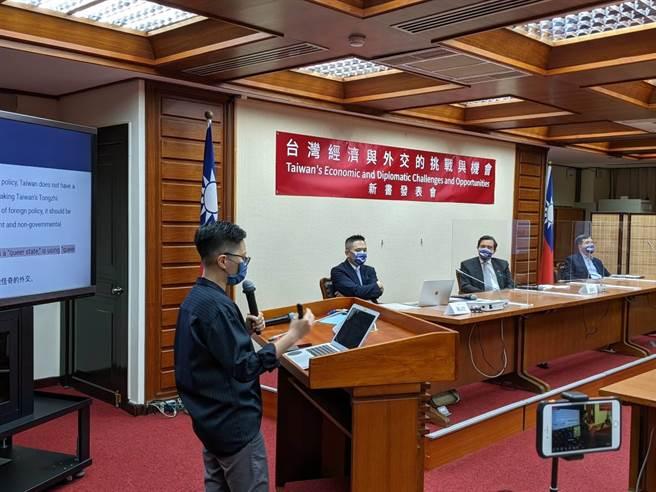 前總統馬英九今出席國民黨立委陳以信《台灣經濟與外交的挑戰與機會》新書發表。(朱真楷攝)