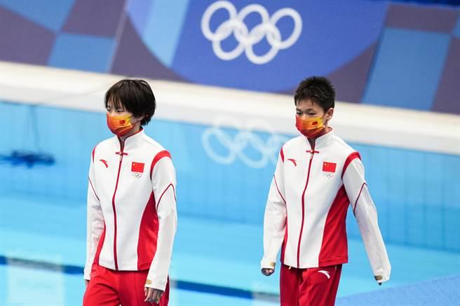 全紅嬋(右)和陳芋汐囊括金銀牌。(澎湃新聞)
