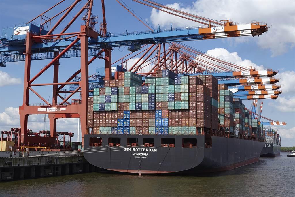美國將針對航商加收附加費的行為進行調查。(圖/shutterstock)