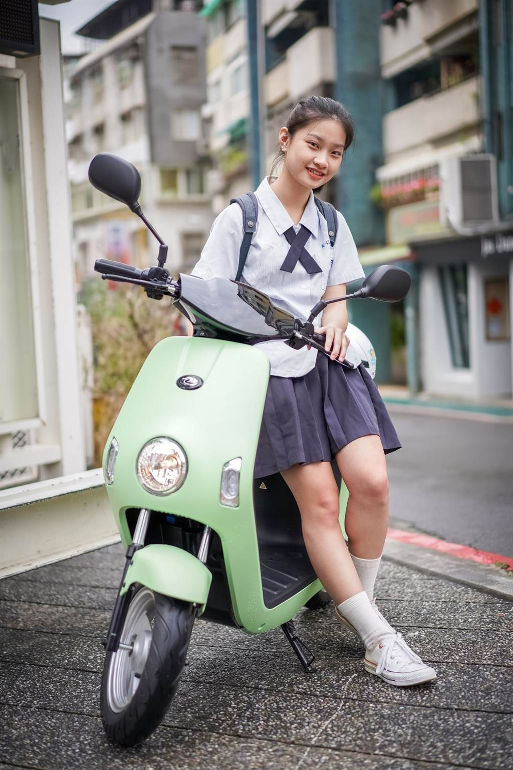 eMoving電動自行車Shine&Bobe免牌免照,是學生代步的熱門選擇。(圖/品牌提供)