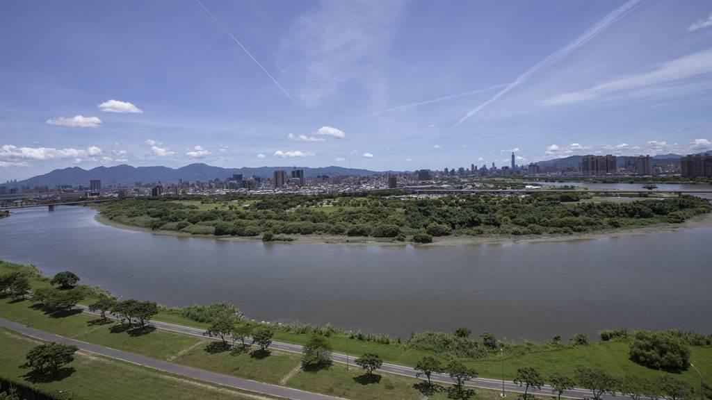 中和左岸重劃區坐落河濱公園旁,擁抱無敵河景。(圖/中時新聞網攝)