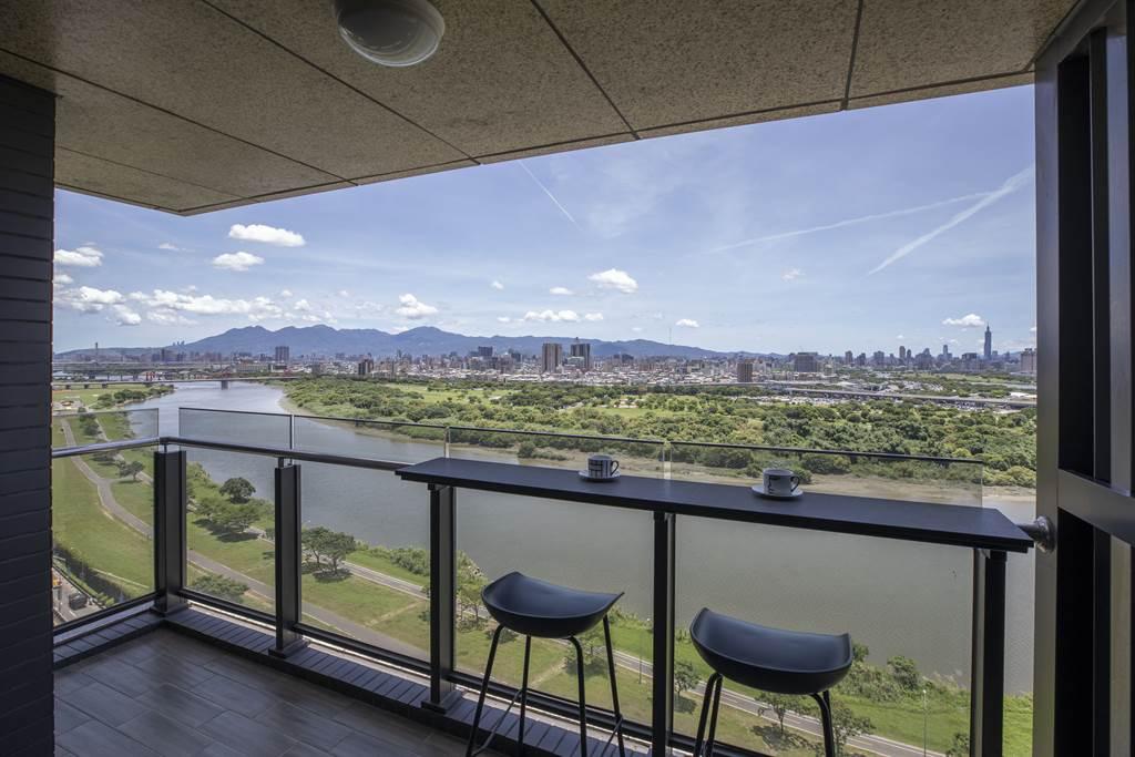 58坪4房的無敵水岸景觀視野非常吸睛。(圖/中時新聞網攝)