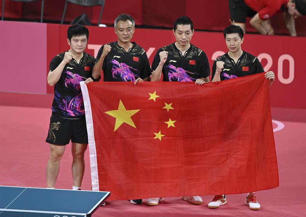 東京奧運桌球最後一戰,中國代表團6日晚間在男子團體決賽以3-0擊敗德國隊奪冠。(新華社)
