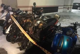 佳里公寓大樓凌晨地下室火警 4輛機車受損