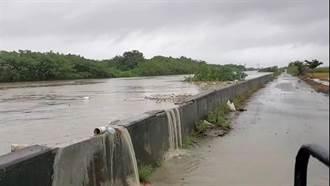 水位暴漲1公尺 雲林水林鄉萬興大排溢堤危及2村落