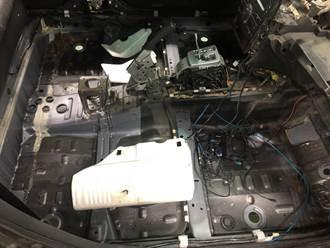 彰化車主赴原廠換玻璃 收費後卻沒換膠條 大雨一來儀表板全遭殃