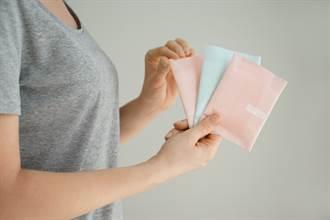 男友交往滿月送3百片衛生棉 她見一大箱傻:整年免補貨