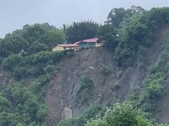 台南龍崎民宅前崩塌驚見「斷崖」 今已撤離4人