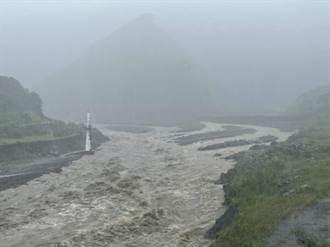 暴雨轟炸屏東山區 來義鄉晚間強制撤村152人