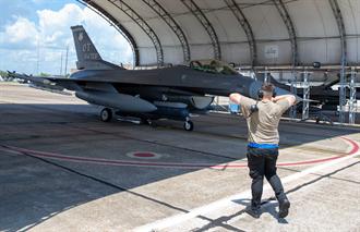 美F16測試5代機AI電子戰設備 美媒:對中俄構成嚴重威脅