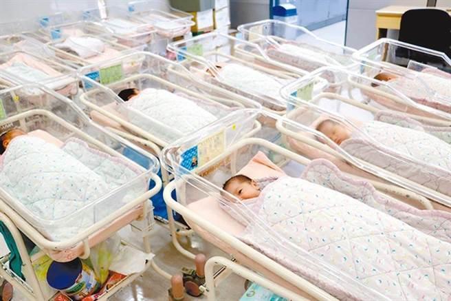 育兒補助8月1日起加碼,蔡英文總統今天表示,從這個月開始,育兒津貼和托育補助,都提高了1000元。(本報資料照)
