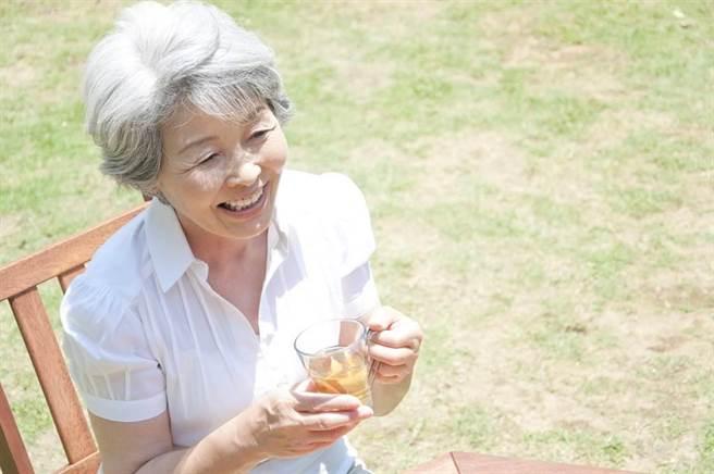 國人平均壽命81.3歲再創新高 女性比男性長壽6.6歲。(示意圖/達志影像)