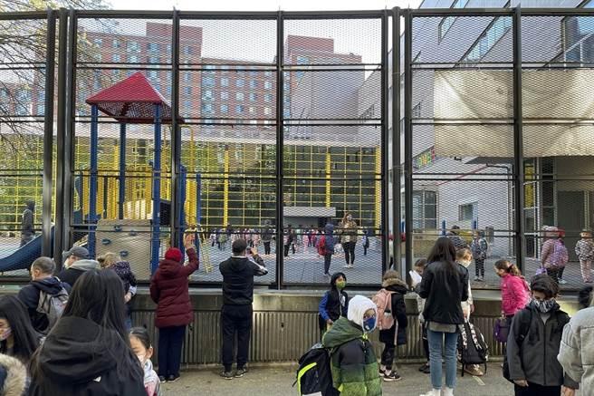 紐約於疫情稍獲控制後,校園開始實施分流到校。(攝影/李濠仲)