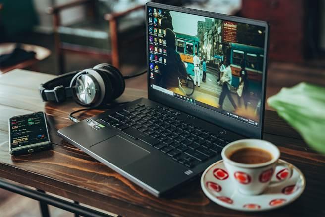 上班前不妨先喝杯咖啡、聽音樂,建立居家工作時的「上班打卡的儀式」。(攝影/張晋瑞)