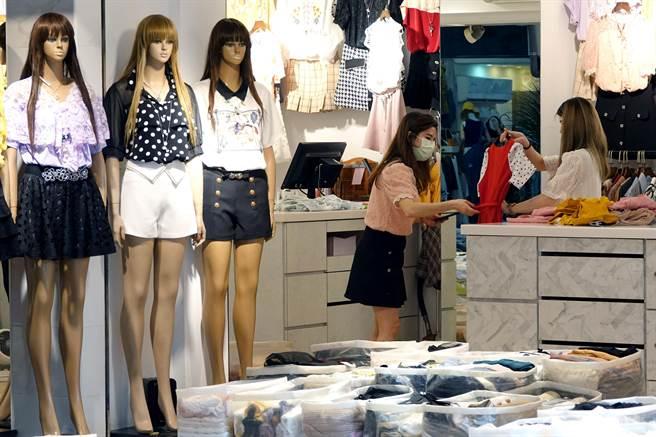 台北市松山五分埔成衣批發商圈也受疫情衝擊影響生意。(黃世麒攝)