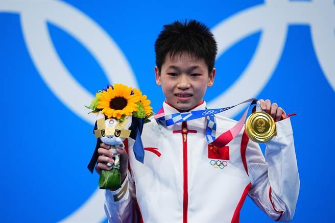 東京奧運會跳水項目女子10米跳台決賽中,中國選手全紅嬋奪得冠軍。(新華社)