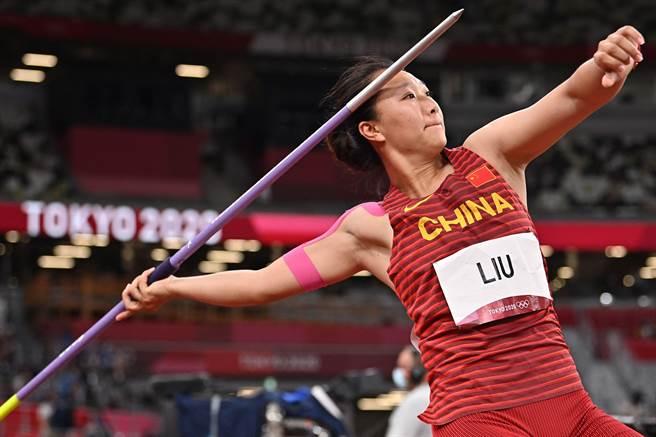 劉詩穎在奧運奮力一擲得金。(澎湃新聞)