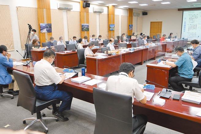 新竹縣都市計畫委員會5日審議通過「擴大及變更新竹科學工業園區特定區主要計畫」,將陳報內政部審議。(莊旻靜攝)