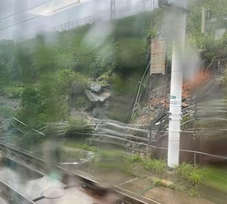 民眾爆高鐵「倒退嚕」 雨彈狂炸全台!交通總整理