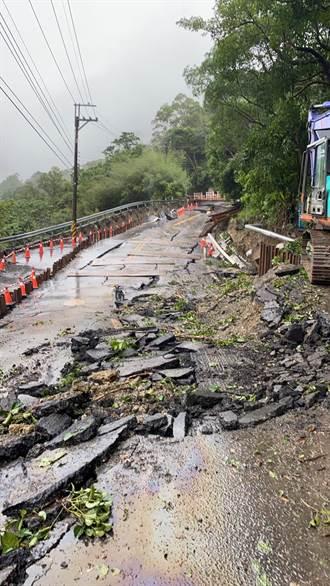 北113線道路塌陷當地怒轟 市府緊急協調開便道