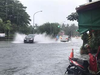 豪雨狂炸屏東霧台鄉累積雨量破581毫米居全國之冠 大仁科大旁封路