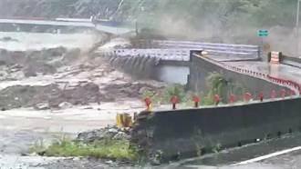 高雄明霸克露橋遭沖毀斷勤和里出外道路 糧食僅2周存量