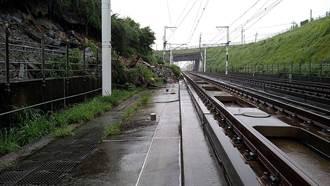 邊坡坍塌搶救不及 高鐵宣布明天苗栗=台中單線雙向通車