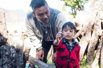 專訪/和爸沒講超過20句話 撒基努憶亡父「全年無休」養活一家8口