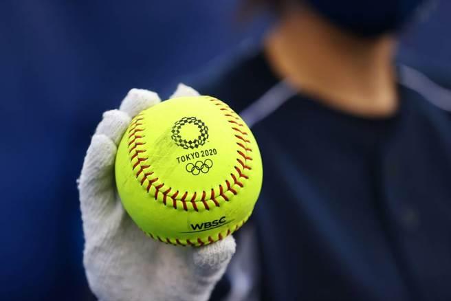 東京奧運使用的壘球。(路透)