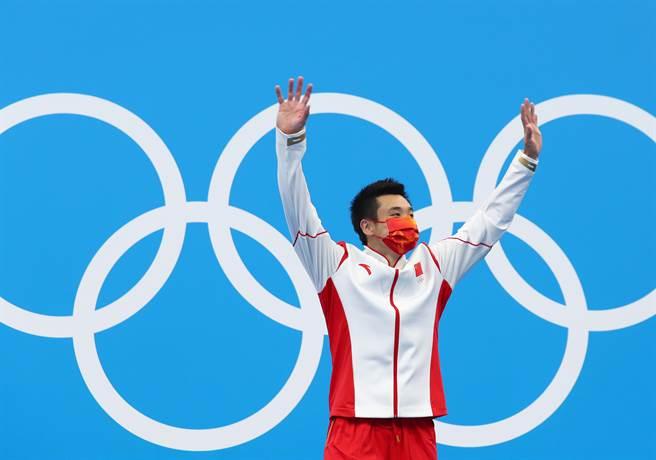 東京奧運進入尾聲,在今(7日)男子單人10米跳台的爭奪中,中國選手曹緣拿下金牌。(新華社)