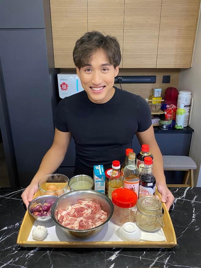 李俊緯思念台灣美食,日前在家自製滷肉飯。(李俊緯提供)