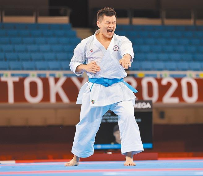 王翌達實現站上奧運舞台的夢想,在東奧男子個人型項目出賽。(體育署提供)