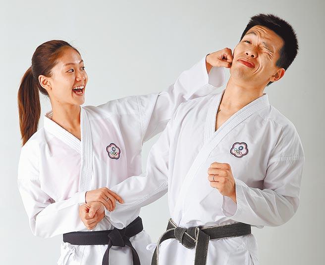 文姿云(左)在東奧前兩周答應同樣是空手道好手的陪練員男友徐瑋駿求婚,圖為兩人在2018年亞運後接受本報專訪。(本報資料照片)