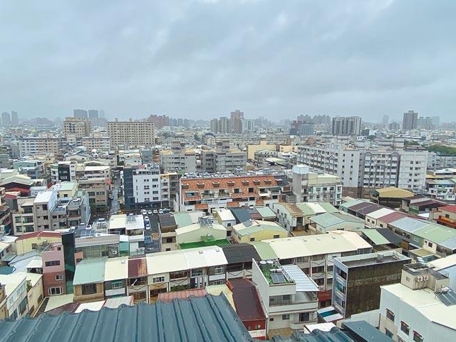 台南市政府主動辦理建築物結構審查評估,首波完成200件,有64件須辦理耐震初評。圖中建築物非與新聞相關。(曹婷婷攝)