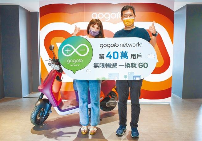 PBGN第40萬用戶為新竹市的彭小姐(左),獨享「年年$0元騎到飽」優惠。(Gogoro Network提供)