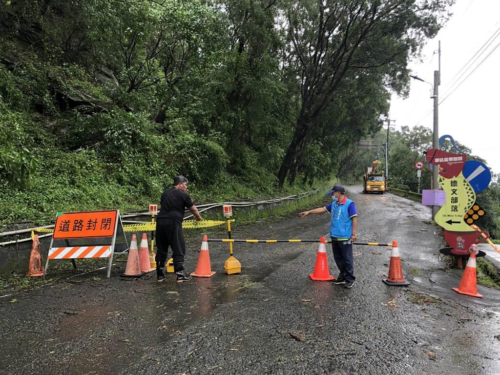 道路阻斷無法搶修,三地門鄉338戶停電。(台電提供/謝佳潾屏東傳真)