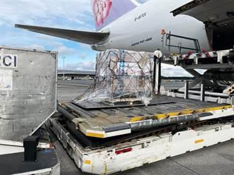 台灣自購10萬劑莫德納下午3點多抵台 盧森堡起飛畫面曝光