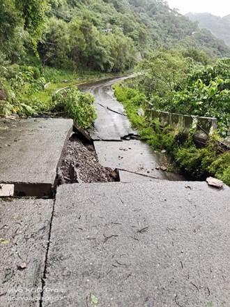 豪雨轟炸道路阻斷無法搶修 三地門鄉338戶停電