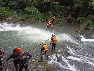 4人爬幽靈瀑布溪水突暴漲 2人受困5小時平安獲救