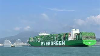 長榮首艘2.4萬TEU大船 長範輪駛進台北港