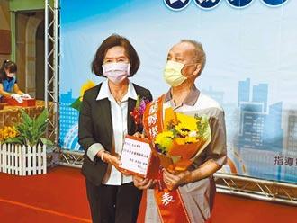 生命勇者黃文漢 獲表揚模範父親
