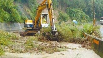 暴雨肆虐 竹苗山區道路坍方