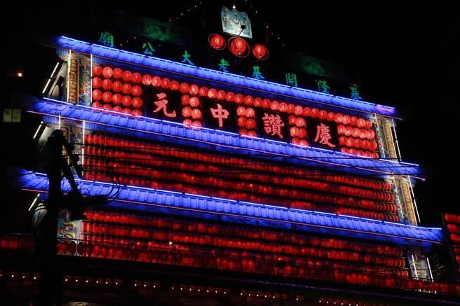 基隆市於深夜舉行「開燈夜」儀式。(基隆市文化局提供)