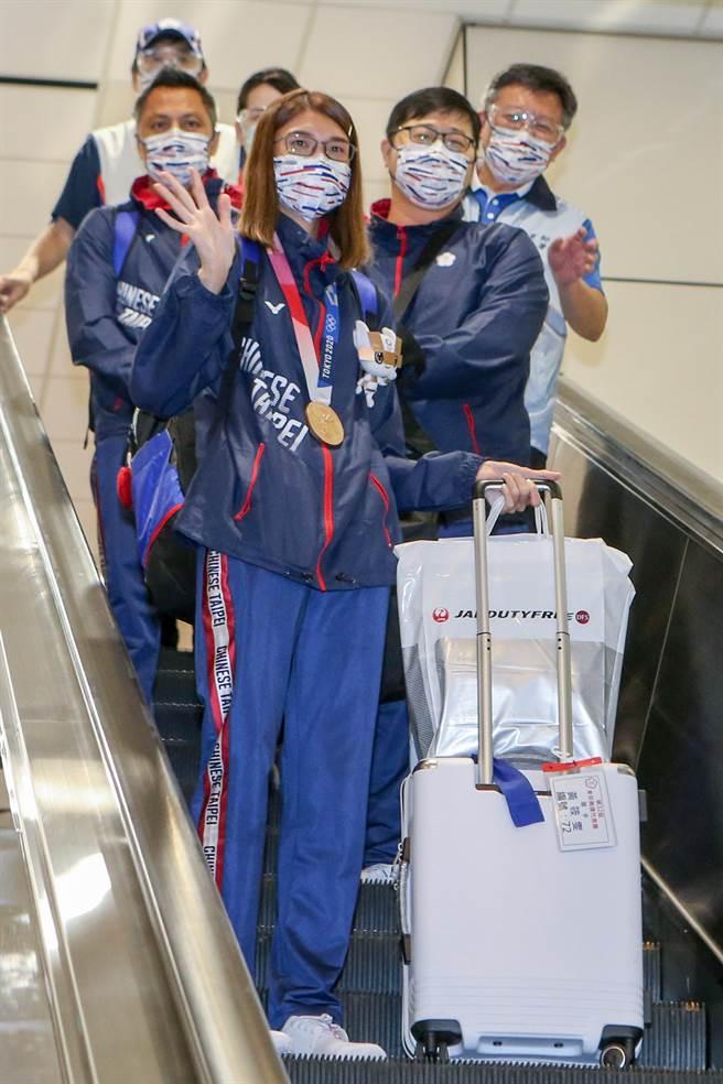黃筱雯(前左)在東京奧運女子拳擊51公斤量級拿下銅牌,這是台灣史上首面奧運拳擊獎牌,別具意義。(陳麒全攝)
