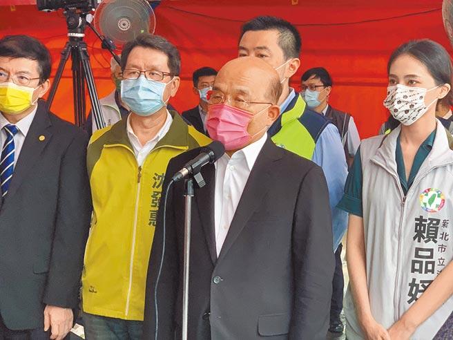 行政院長蘇貞昌7日表示,去年三倍券大為成功,今年將再精進、再加碼,希望能夠更成功。國民黨立委賴士葆則批評,顢頇傲慢的政府,膨風三倍券政績,黑的硬要說成白的。(王揚傑攝)
